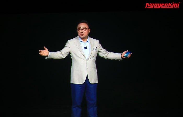 CEO của Samsung trình bày tính năng điện thoại Galaxy Note 8