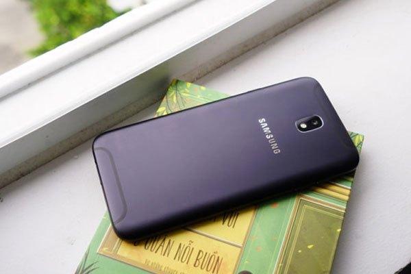 Chiếc điện thoại Samsung Galaxy J7 Pro bộ nhớ trong 32GB cho bạn lưu trữ nhiều dữ liệu