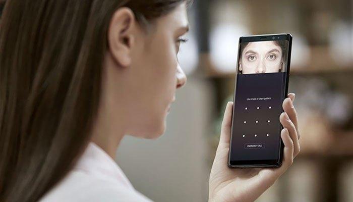 Tính năng quét mống mắt trên Galaxy Note 8