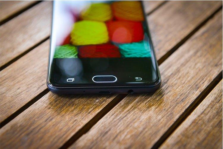 Lần đầu tiên một smartphone tầm trung của Samsung được trang bị cảm biến vân tay