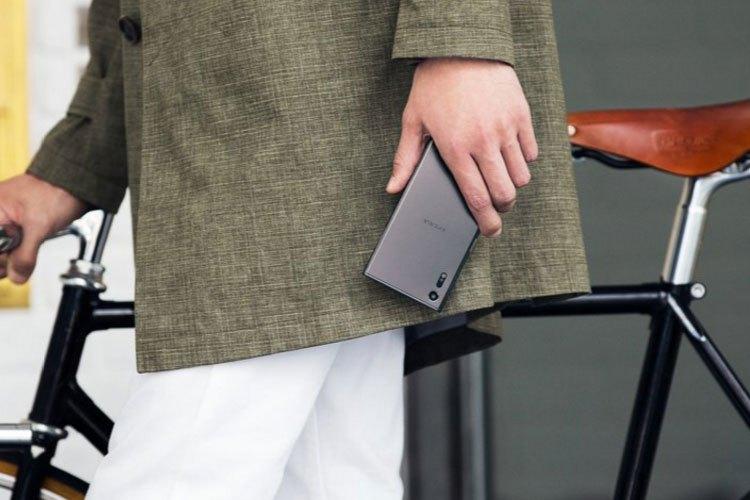 Điện thoại Sony Xperia XZ là sự kết hợp hoàn hảo của 2 đàn anh Xperia X và Xperia Z