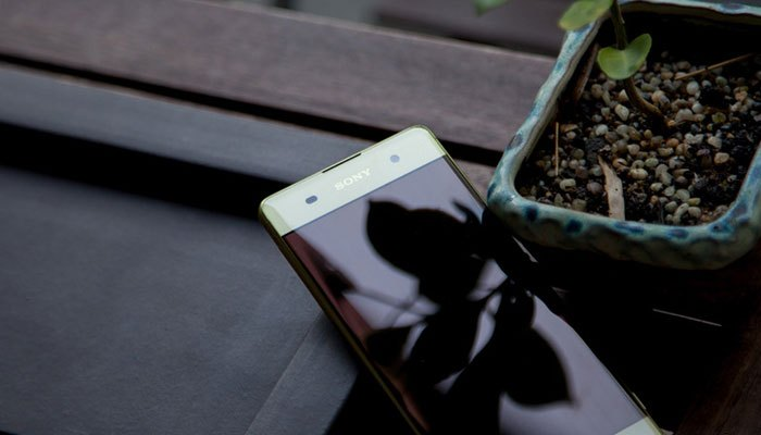Điện thoại Sony Xperia XA thiết kế viền mỏng