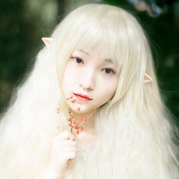Với chiếc tai nghe cosplay này nhìn cô ấy như nhân vật Chobits bước ra từ manga của CLAMP các bạn nhỉ?