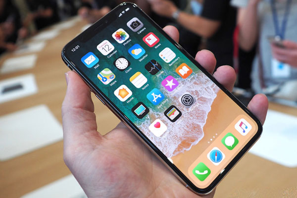 Người dùng sẽ cần một ít thời gian để thích nghi với việc sử dụng, nhưng nhìn chung giao của iPhone X rất tuyệt