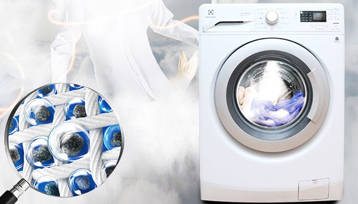 Nhờ vào tính năng giặt với hơi nước, Electrolux EWF12942 giúp quần áo sạch và mềm mại hơn