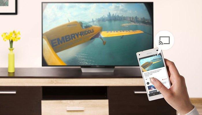 Bạn có thể dùng điện thoại điều khiển và phát nội dung từ thiết bị lên tivi màn hình cong KD-55S8500D dễ dàng