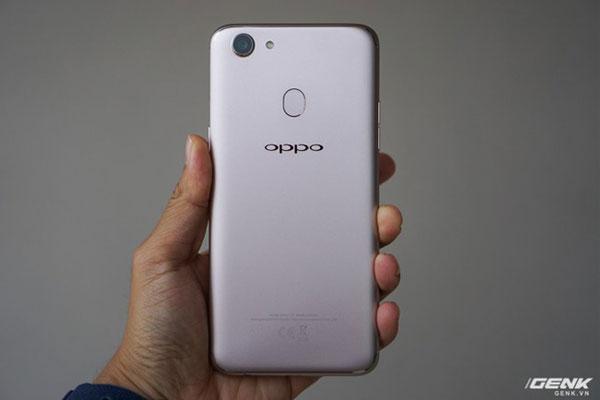 Cảm biến vân tay nằm ở mặt sau điện thoại OPPO F5