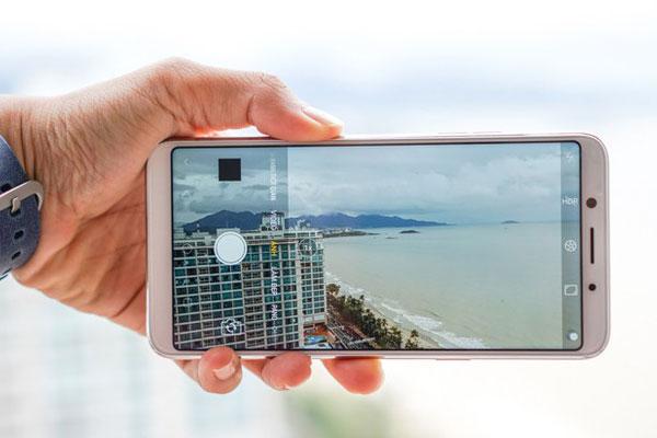 Cả camera trước và sau đều cho người dùng trải nghiệm tốt