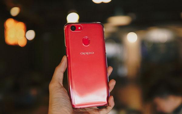 Ốp lưng trong suốt có chất liệu bằng nhựa cứng, giúp bạn vừa bảo vệ được máy vừa giữ thể hiện trọn vẹn vẻ đẹp điện thoại.