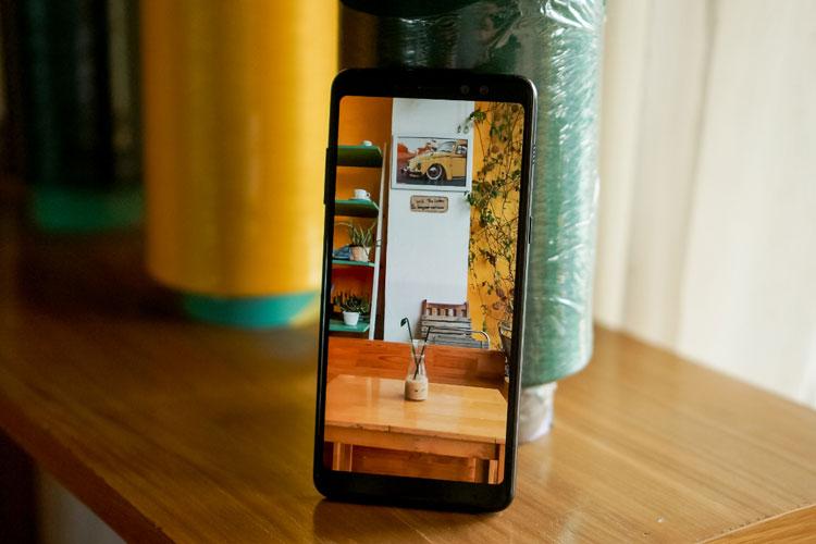 Thiết kế hiện đại với những đường nét tinh tế của Galaxy A8s ẽ mang đến bạn sự thời trang đầy cuốn hút