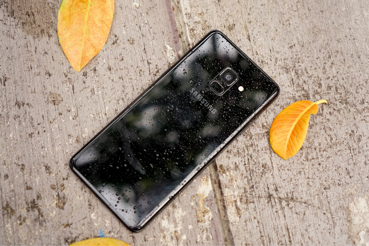 Tính năng chống nước, chống bụi trên bộ đôi điện thoại cho bạn thoải mái mang máy theo bên mình bất kể thời tiết