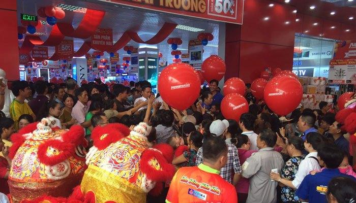 Sự kiện khai trương đã triển khai rất nhiều chương trình khuyến mãi với ưu đãi hấp dẫn dành tặng cho khách hàng khi đến với Trung tâm mua sắm Nguyễn Kim Trảng Bom