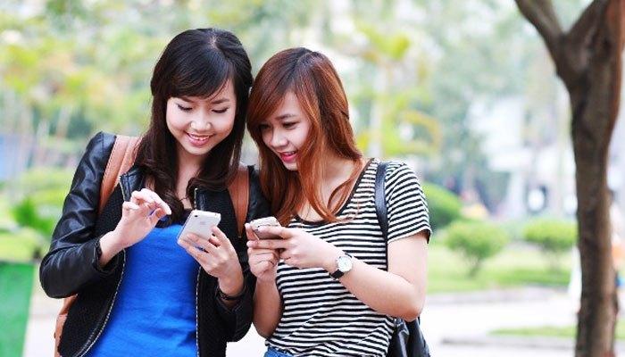 Điện thoại dần trở thành một vật dụng không thể thiếu với giới trẻ