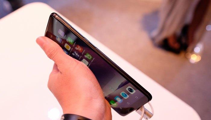 Thiết kế Vivo V7 Plus khá mỏng đẹp