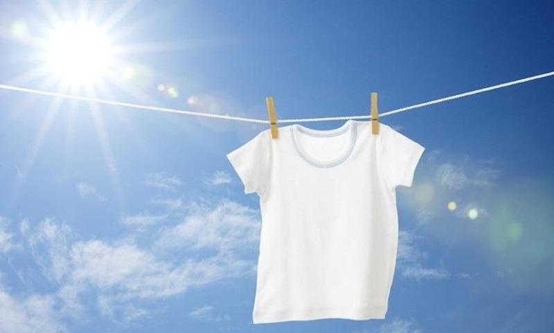 Ánh nắng mặt trời giúp áo trắng luôn trắng sáng