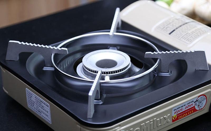 Vật liệu nhôm hoặc sắt, bao phủ phía ngoài là một lớp sơn tĩnh điện giúp vỏ bếp được bảo vệ tốt và dễ vệ sinh