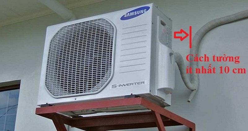 Đặt dàn nóng cách tường ít nhất 10 cm