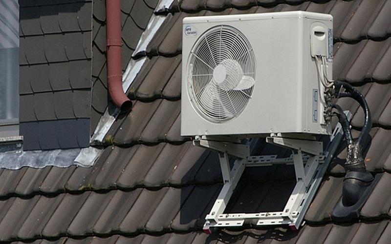 Không nên đặt dàn nóng điều hòa ở ngoài trời vì sẽ làm giảm tuổi thọ của dàn nóng mà không có mái che