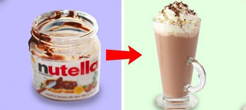 Đổ một ít sữa ấm vào chỗ mứt hạt phỉ thừa khuấy đều, bạn sẽ có một tách socola nóng hấp dẫn