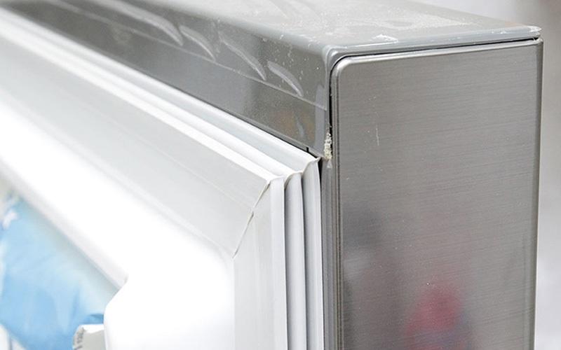 Gioăng bị hở khiến tủ lạnh bị thoát hơi lạnh ra ngoài