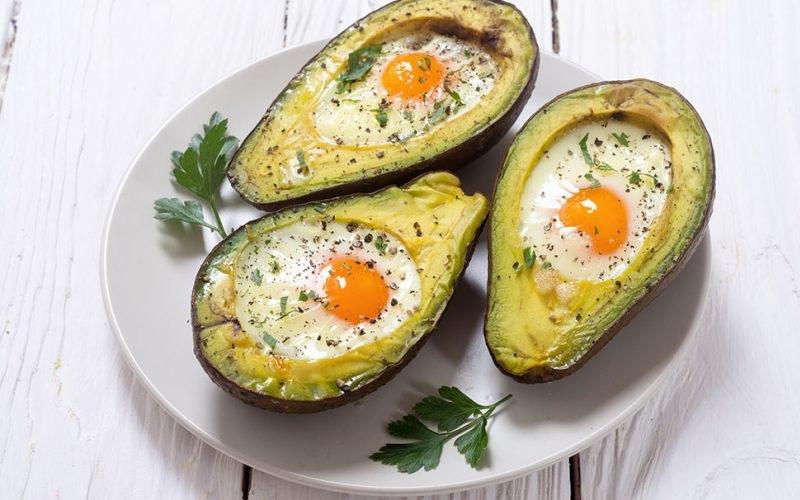 Bơ nướng trứng gà thơm ngon bổ dưỡng, khiến nhiều người thích thú