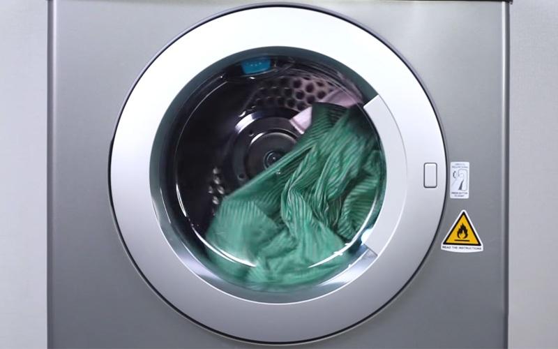 Máy sấy quần áo Electrolux 7.5 kg EDS7552S màu bạc xám quần áo thật khô ráo