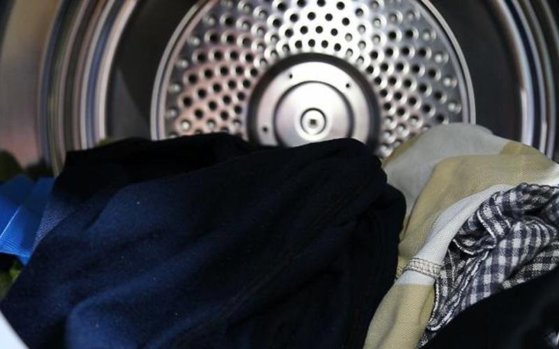 Máy sấy quần áo Electrolux 7.5 kg EDS7552S màu bạc xám dễ sử dụng với bảng điều khiển điện tử