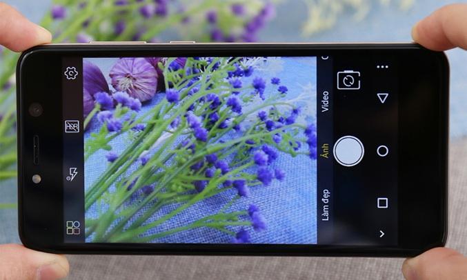 Điện thoại Mobiistar Zumbo Power vàng sở hữu camera ổn