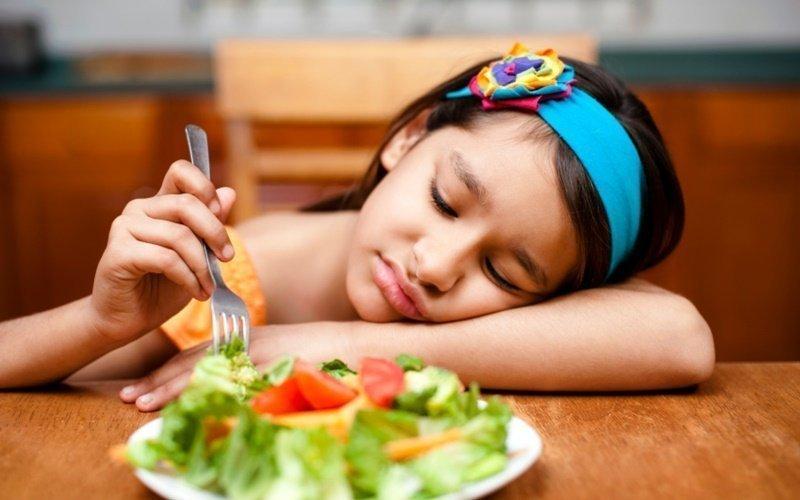 Trẻ có nguy cơ biến ăn nếu xem tivi quá nhiều