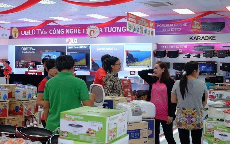 Mua sắm cùng mẹ chồng tại Nguyễn Kim