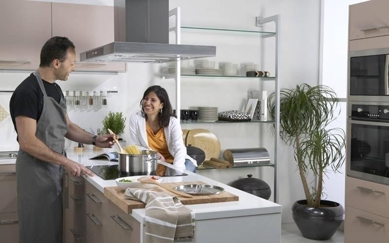 Máy hút khói sẽ giúp căn bếp nhà bạn thêm thông thoáng