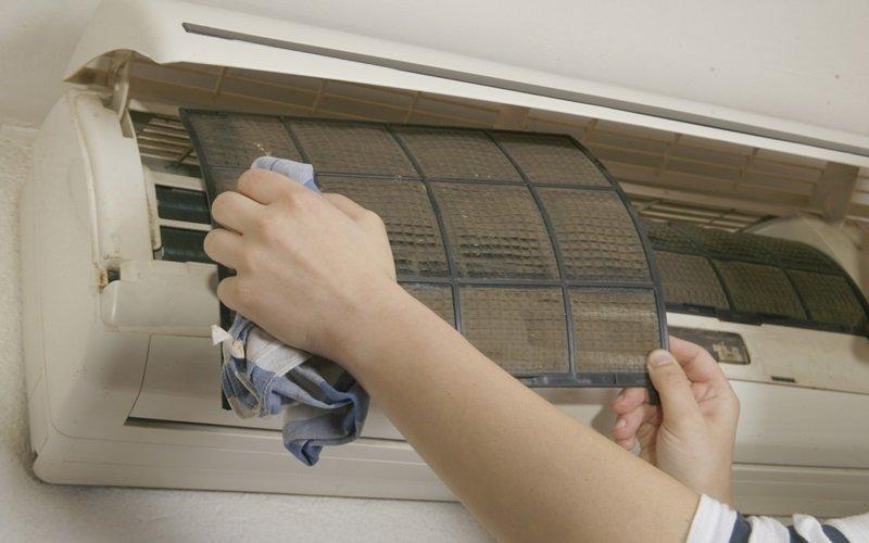 Thường xuyên vệ sinh để máy lạnh hoạt động tốt