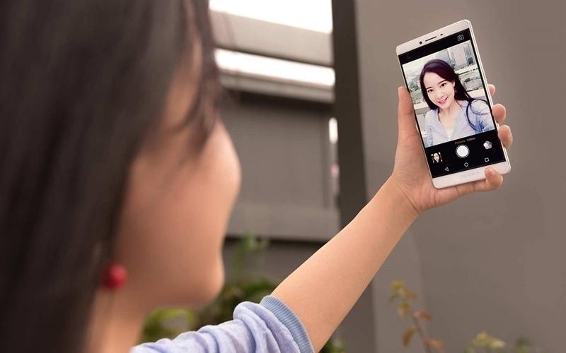 Selfie bằng phablet thì tuyệt hơn tablet rồi