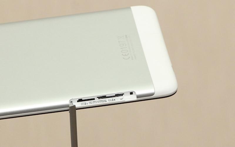 Tablet vẫn được trang bị khe SIM để kết nối dữ liệu mạng