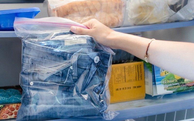 Giặt quần jean không cần nước chỉ với tủ lạnh