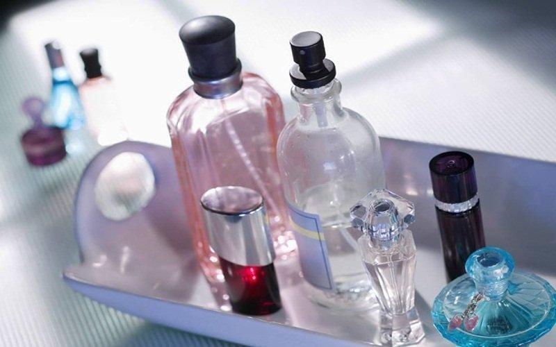 Nước hoa sẽ lưu giữ hương thơm lâu hơn khi bảo quản bằng tủ lạnh