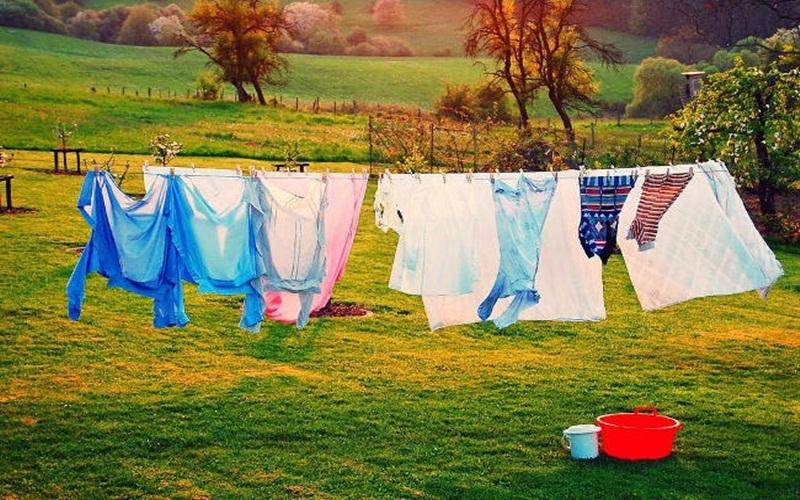 Nên giặt quần áo vào sáng sớm để nhanh khô hơn