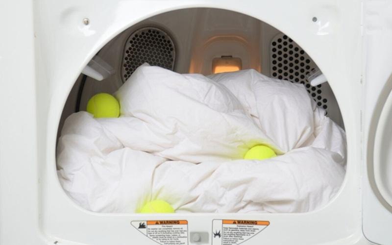 Dùng thêm bóng tennis khi giặt máy giặt là vô cùng hiệu quả