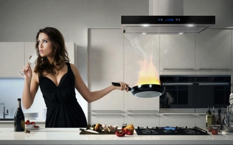 Đừng nên sử dụng máy hút khói khử mùi bếp khi đang bật lửa bếp ga lớn