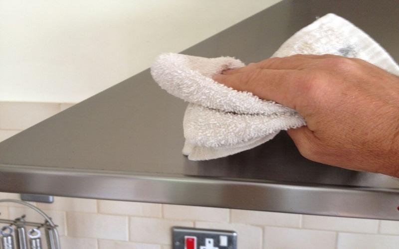 Lau chùi, vệ sinh thiết bị thường xuyên để tăng hiệu quả sử dụng