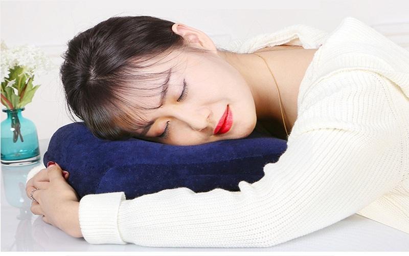 Gối đầu lên gối êm ái sẽ đỡ mệt mỏi hơn