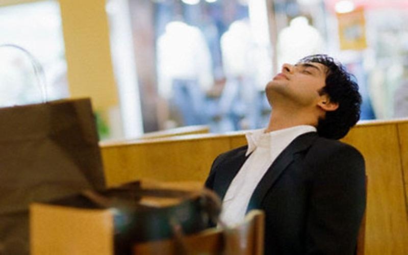 Nhắm mắt và hít thở nghỉ ngơi một chút