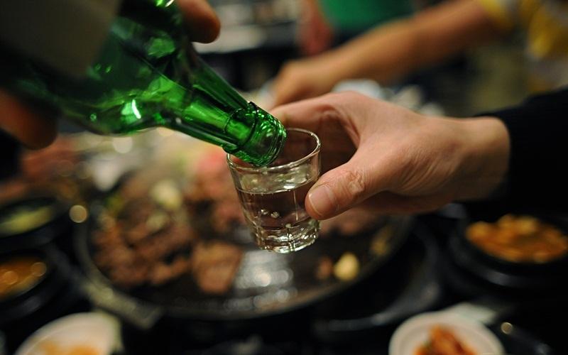 Thêm rượu vào món trứng chiên sẽ làm dậy mùi thơm hấp dẫn