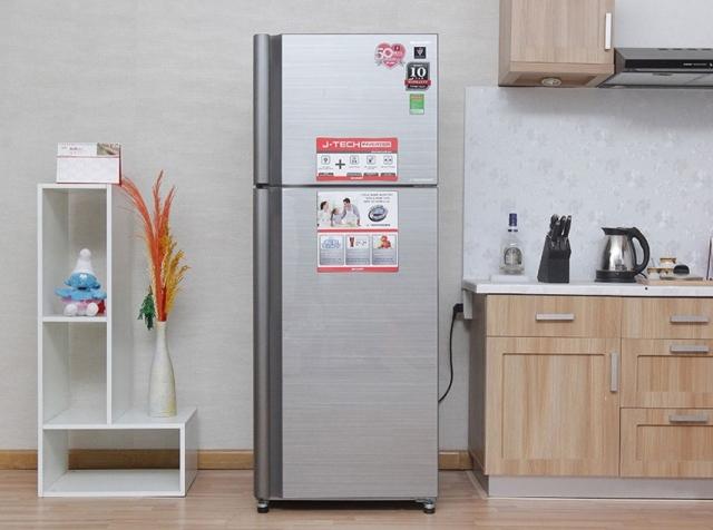 Tủ lạnh Sharp này có thiết kế sang trọng với nhiều tính năng hiện đại