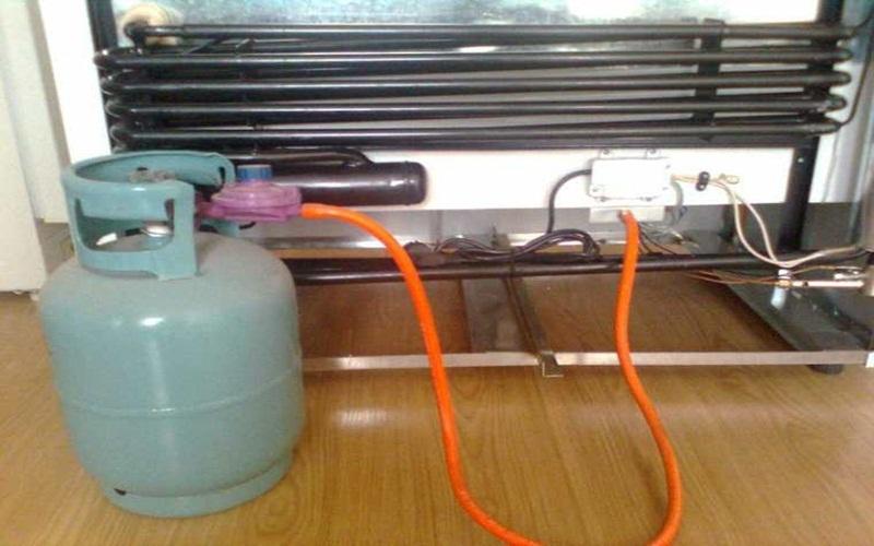 Kiểm tra và thay gas tủ lạnh thường xuyên là một biện pháp tiết kiệm điện hiệu quả