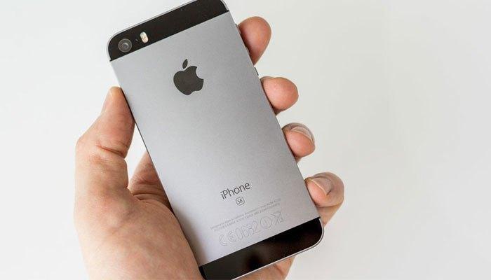 Điện thoại iPhone SE có ngoại hình khá giống iPhone 5 nhưng có cấu hình cải tiến
