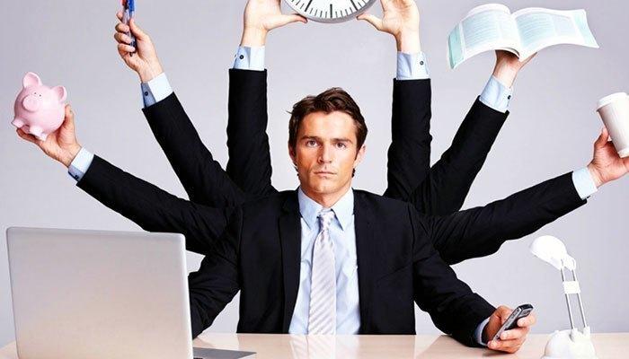 Các nhân viên văn phòng thường xuyên bị căng thẳng sẽ thấy hữu hiệu khi áp dụng biện pháp đắp chăn mở máy lạnh ngủ