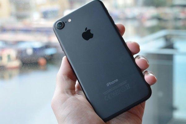 Người trầm ổn sẽ cần iPhone đen nhám