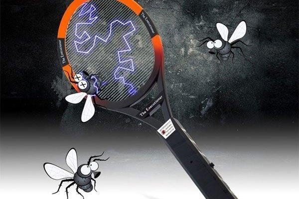"""Có vợt điện, muỗi nhanh chóng """"đầu hàng"""""""