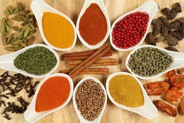 Phong phú về gia vị sẽ khiến món ăn thêm đa dạng và nhiều màu sắc. Tốt nhất vẫn nên lưu trữ gia vị vào tủ lạnh